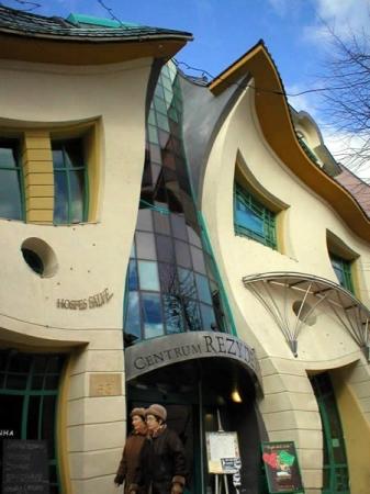 Кривое здание (Польша)